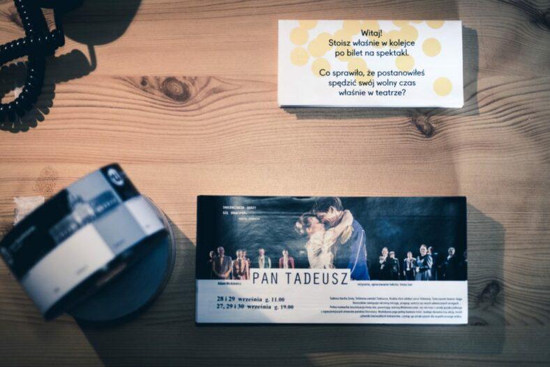 Zdjęcie biletów do Teatru Współczesnego, fot. Piotr Nykowski