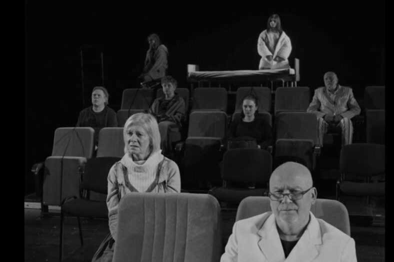 Kadr z nagrania spektaklu BECKOMBERGA
